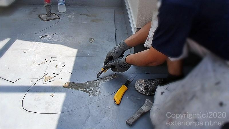 不具合箇所のウレタン防水を撤去する
