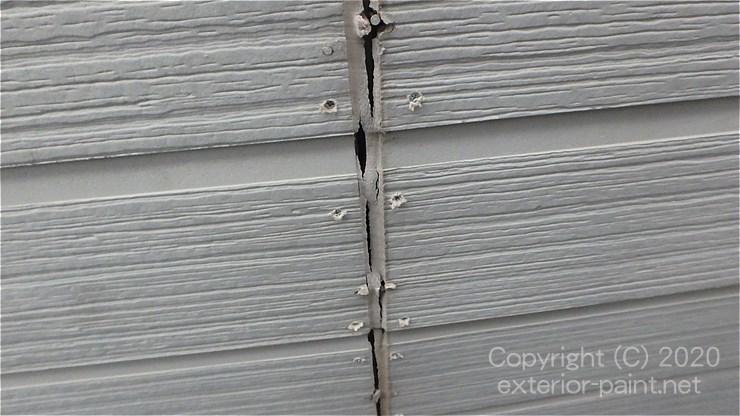 シールの切れたサイディング外壁