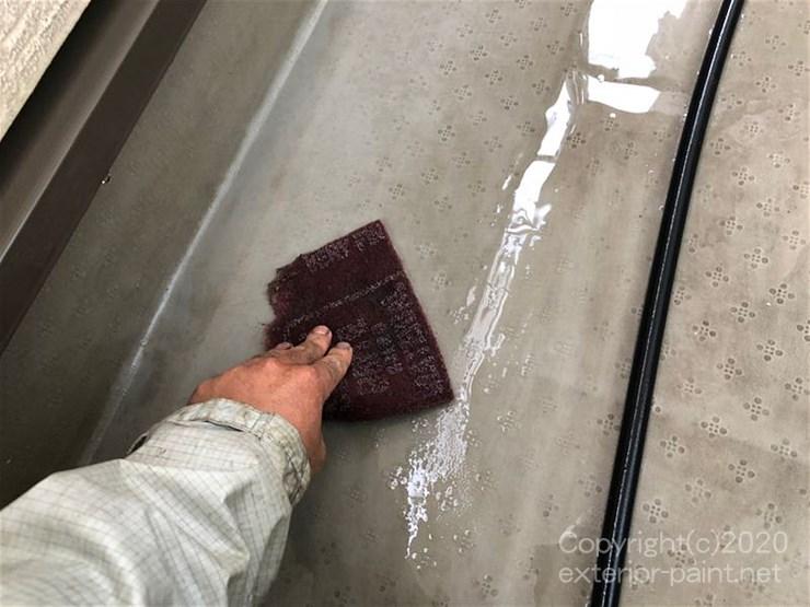 塩ビシート防水の塗装【こすり洗い】