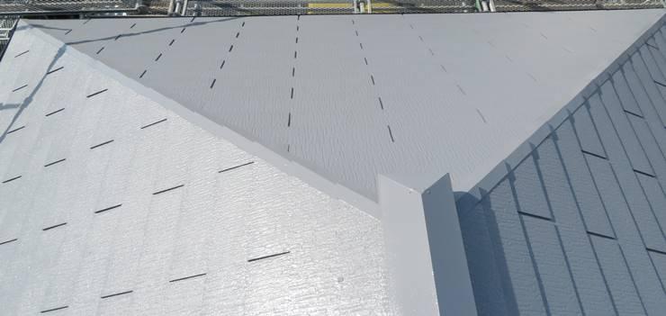 涼し気なグレーの屋根