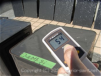 20012年8月23日14時の測定 「エスケー化研 クールタイトSi」54℃