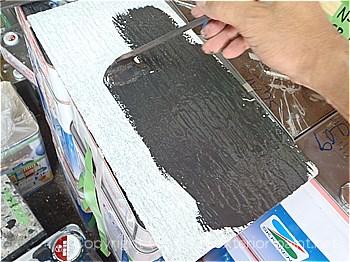 実験用の屋根材に塗装