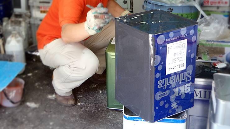塗料缶の全面に遮熱塗料を塗装