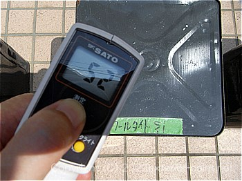 20012年8月7日12時の測定  「エスケー化研 クールタイトSi」52℃