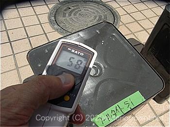 20012年8月13日13時の測定  「エスケー化研 クールタイトSi」58℃