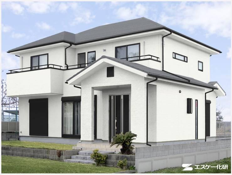 屋根がグレー系の家