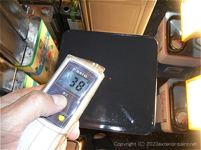 遮熱塗料実験開始10分後のエスケー化研 ヤネフレッシュ(38℃)