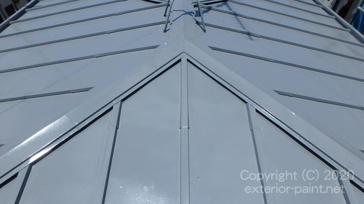 エスケー化研クールタイトCLR-106グレーで塗ったトタン屋根
