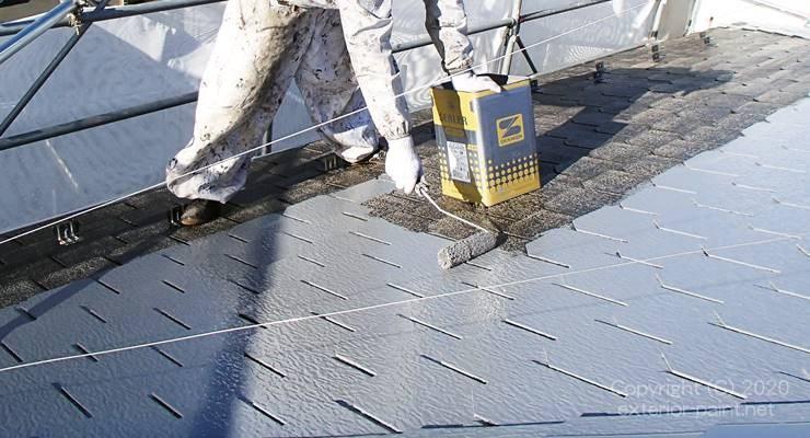 屋根の遮熱塗料中塗り