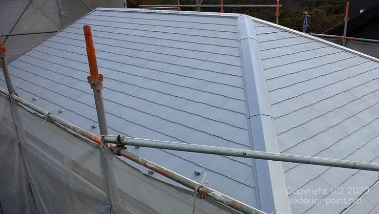 グレーの遮熱屋根の無印良品の家