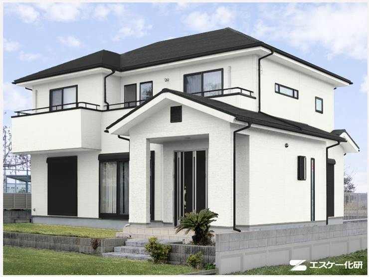 屋根が黒系の家