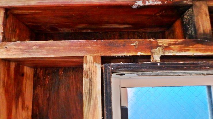 雨漏り改修工事・石膏ボード解体後の柱材