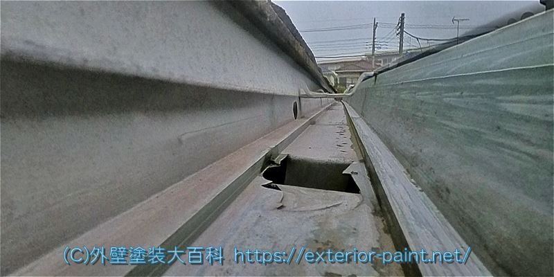 雹害による雨樋の破損